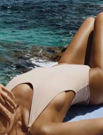 Monstyle - Daarom voelt je huid bij de ene zonnebrandcrème wel vettig en bij de ander niet